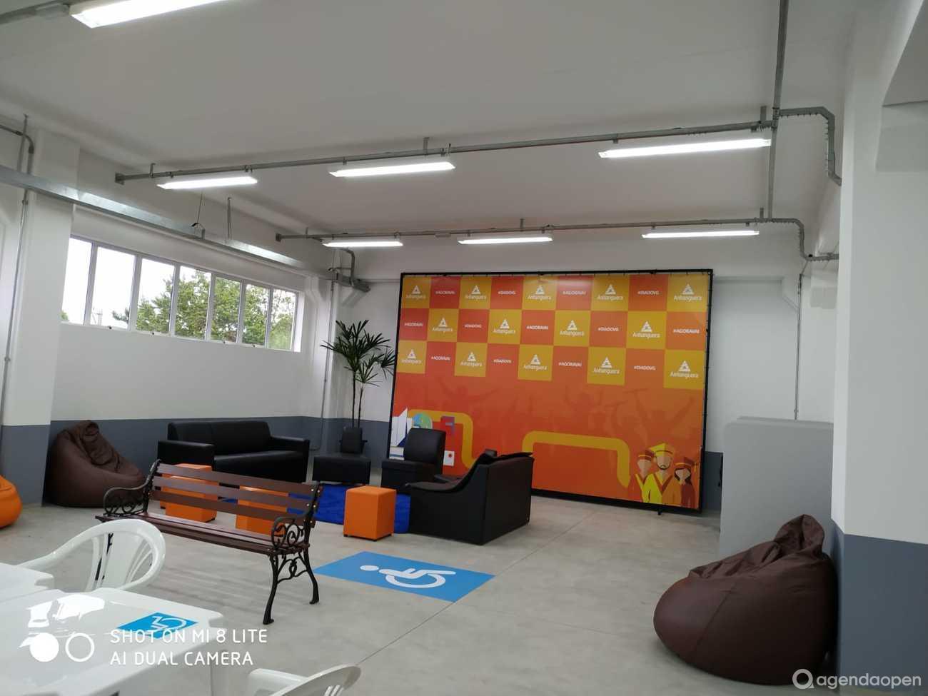 Anhanguera de Itapetininga localizado em CENTRO, Itapetininga tem 5 salas e espaços para Reunião e Evento. Alugue sala para reunião, palestra, workshop, apresentação, e muito mais!