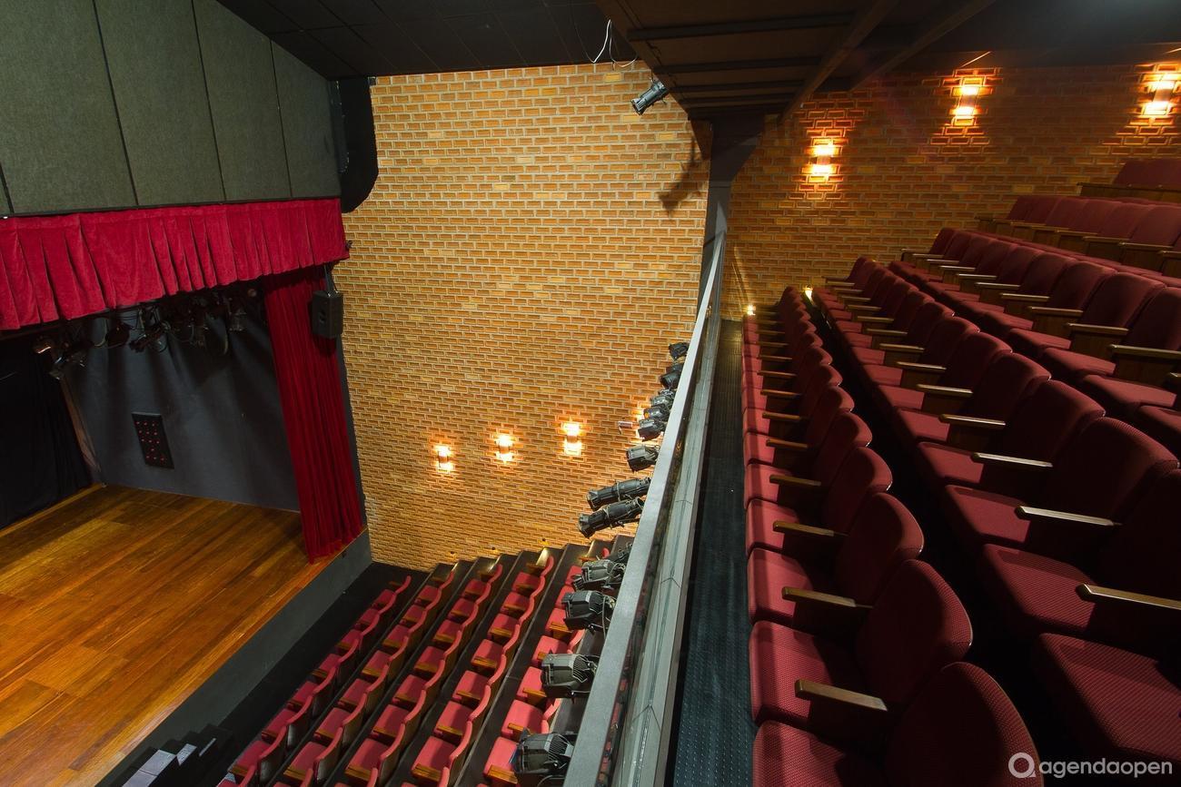 Teatro Viradalata localizado em Perdizes, São Paulo tem 5 salas e espaços para Reunião e Evento. Alugue sala para reunião, palestra, workshop, apresentação, e muito mais!