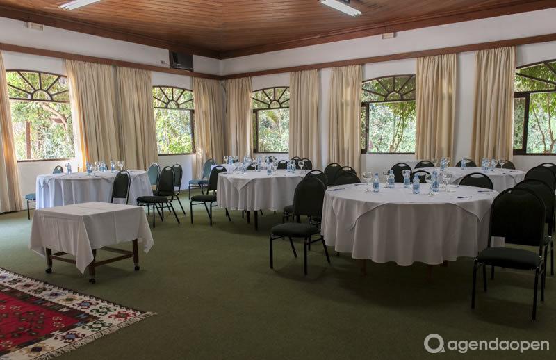 Hotel Alpino São Roque localizado em Taboão, São Roque tem 8 salas e espaços para Reunião e Evento. Alugue sala para reunião, palestra, workshop, apresentação, e muito mais!