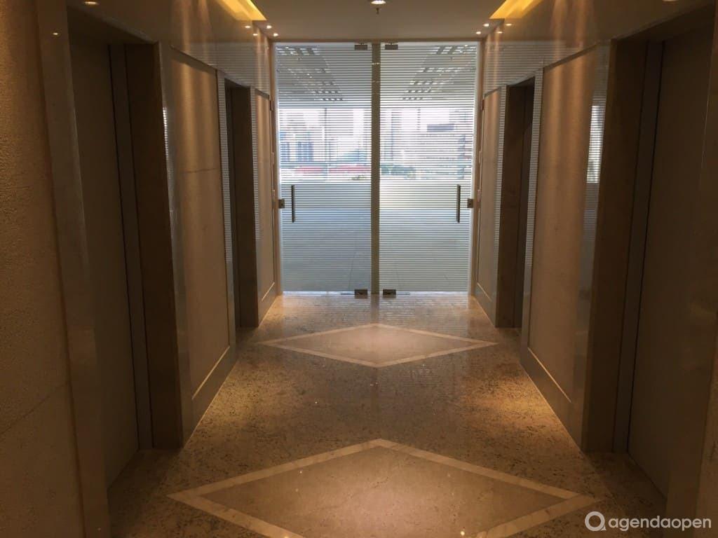 VIP Office Berrini localizado em Brooklin, São Paulo tem 6 salas e espaços para Reunião e Evento. Alugue sala para reunião, palestra, workshop, apresentação, e muito mais!